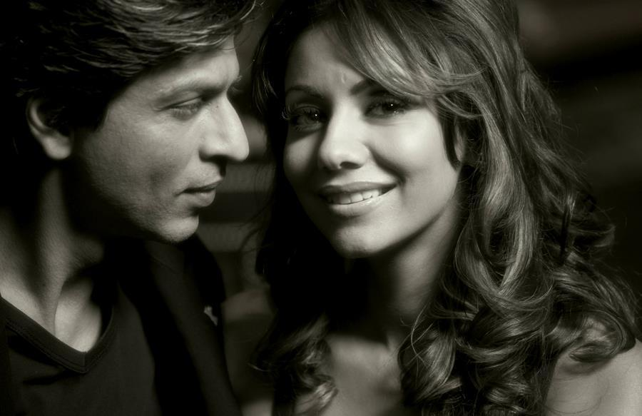 shahrukh-khan-and-gauri-khan-nice-look-still